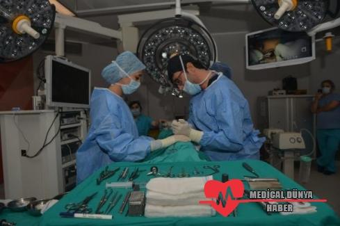 Türk doktor ameliyat etti, 350 yabancı doktor izledi