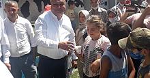 Çocuklara Süt ve Ayran ikramı